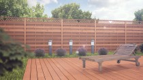 Ogrodowa zieleń i brązowa barwa paneli ogrodzeniowych to doskonałe połączenie