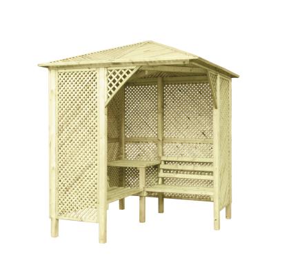 Altana drewniana z ażurowymi ściankami, stolikiem i ławkami