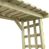Wiata na drewno posiada podłogę i ażurowe ścianki a także mocne zadaszenie