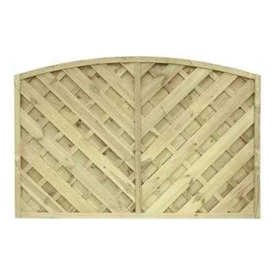 Płot drewniany szczelny z oryginalnym wzorem i łukiem