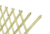 Konstrukcja z drewna sosnowego o oryginalnym kształcie