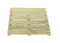Z kwadratowych podestów sosnowych można stworzyć ścieżkę drewnianą