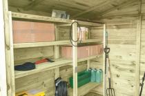 Regały pomogą utrzymać porządek we wnętrzu domku narzędziowego