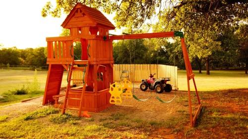 Ogrodowe place zabaw z drewna