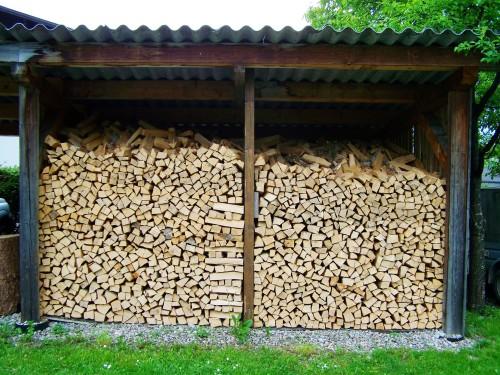 Przechowywanie i składowanie drewna opałowego - porady praktyczne.
